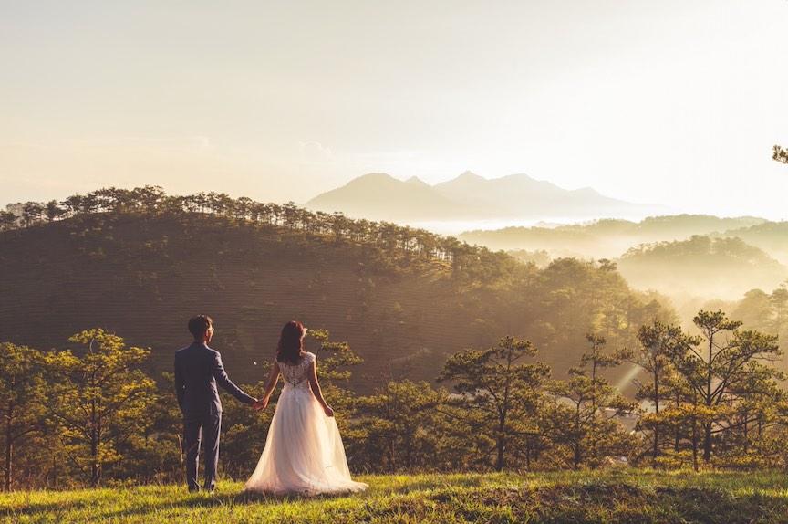 Woodsy pop-up wedding trend